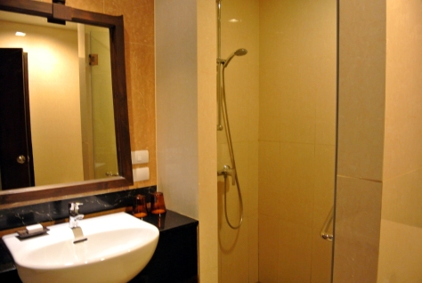 Centara Anda Dhevi Bathroom